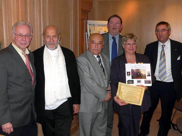 """Le Prix Fernand Méry 2009 du Livre illustré décerné à Rosine Lagier pour son livre """"La Femme et le cheval, des siècles d'histoire"""""""