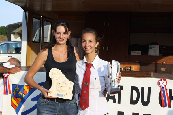 Cheval Passion de Femme a récompensé deux jeunes filles lors du Concours National de race Auxois